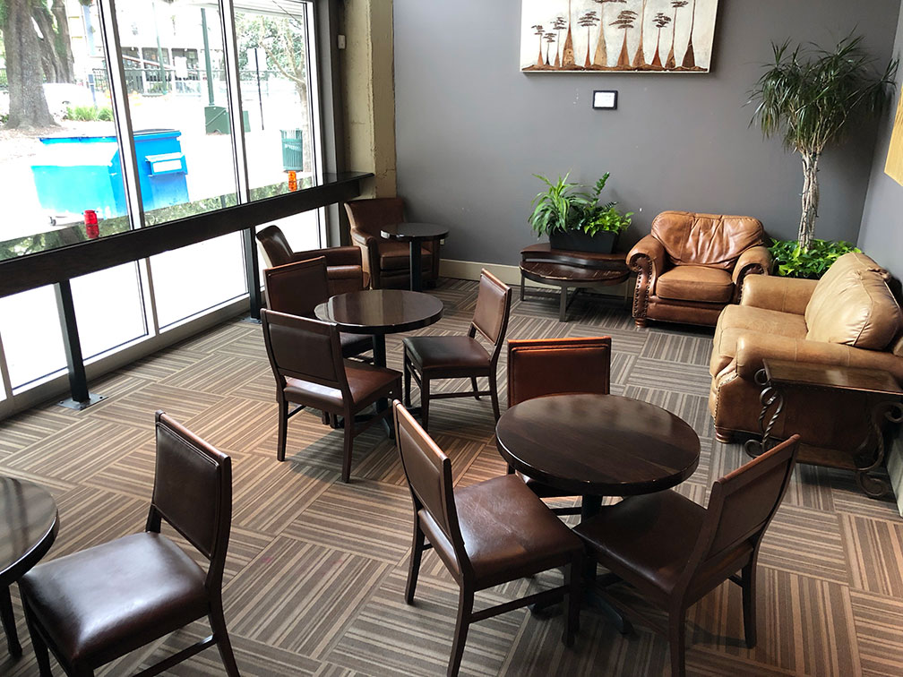 stroubes-lounge-4